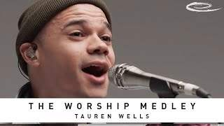 Tauren Wells feat. Davies - The Worship Medley: Reckless Love, O Come To The Altar, Great Are You Lord (2020)